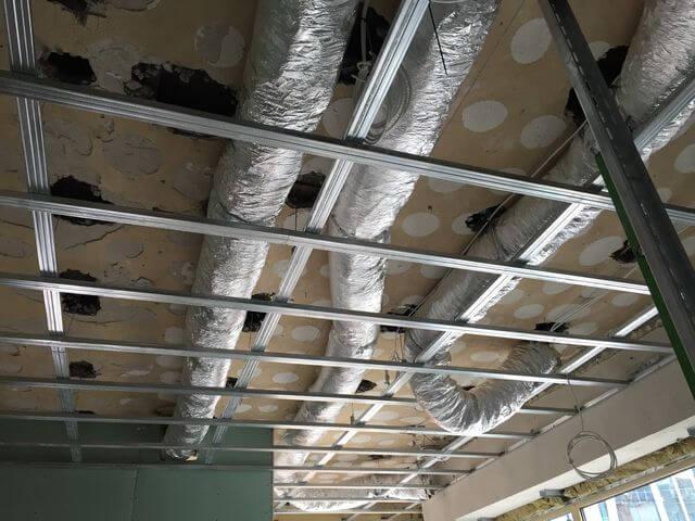 Rozprowadzenie kanałów wentylacyjnych pod klimatyzator