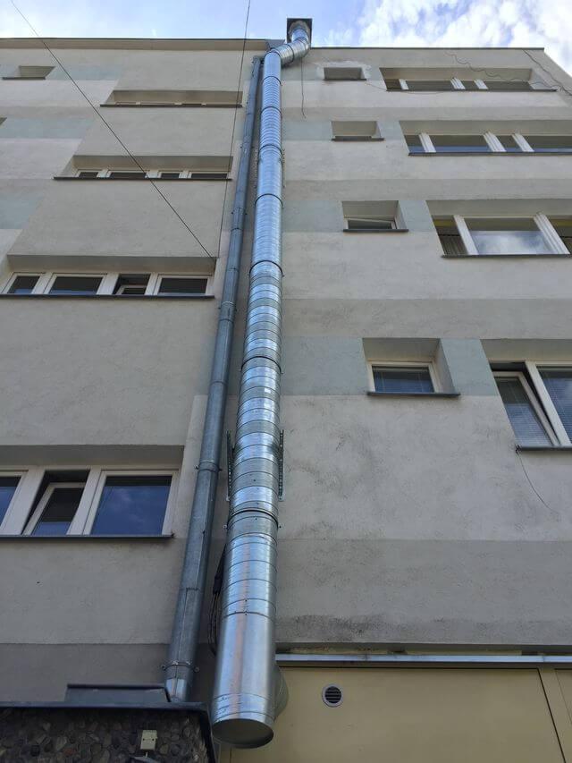 rozprowadzanie kanałów wentylacyjnych na budynku restauracji