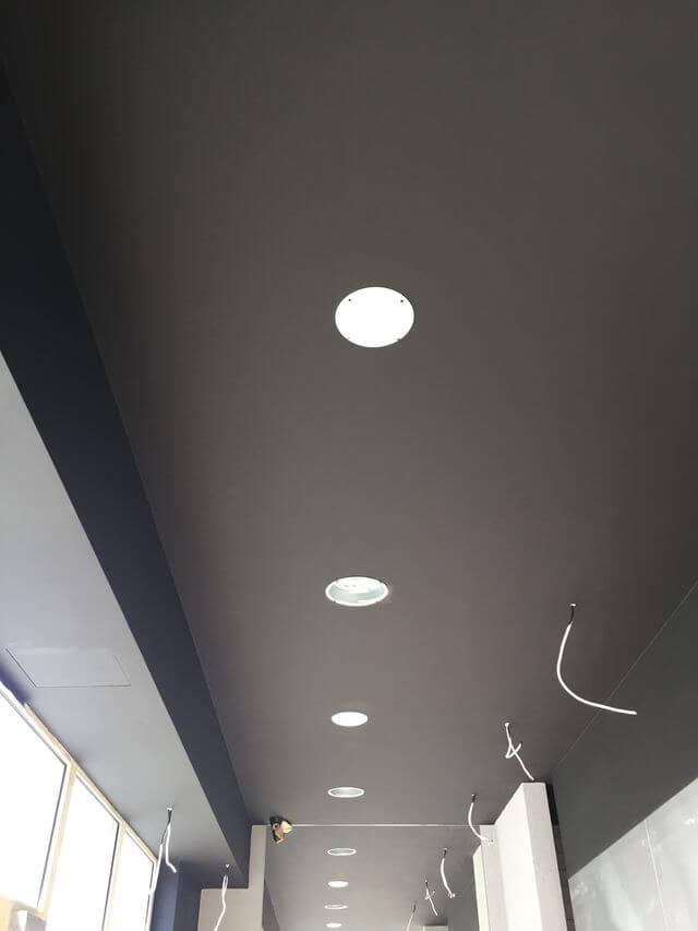 montaż wentylacji pod klimatyzator w restauracji