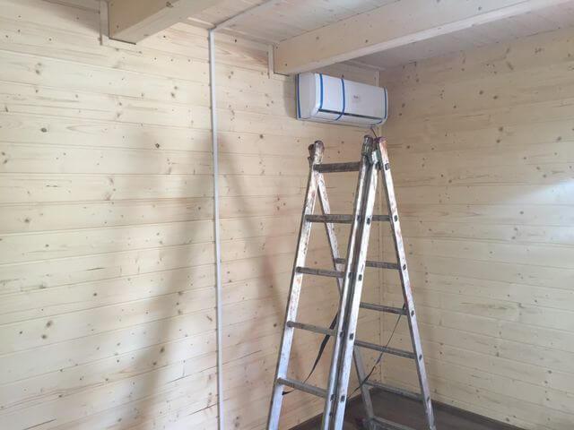 montaż klimatyzacji w domu drewnianym całorocznym