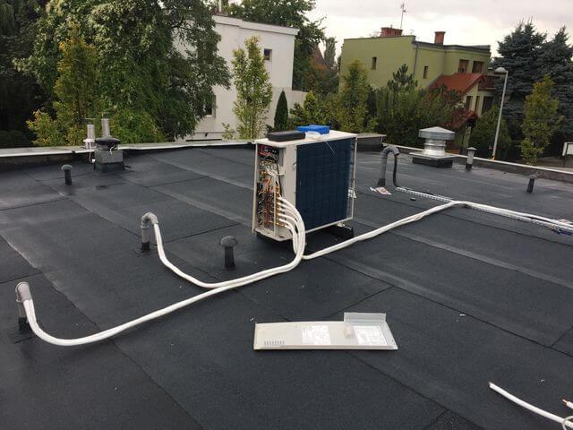 duży klimatyzator na dachu