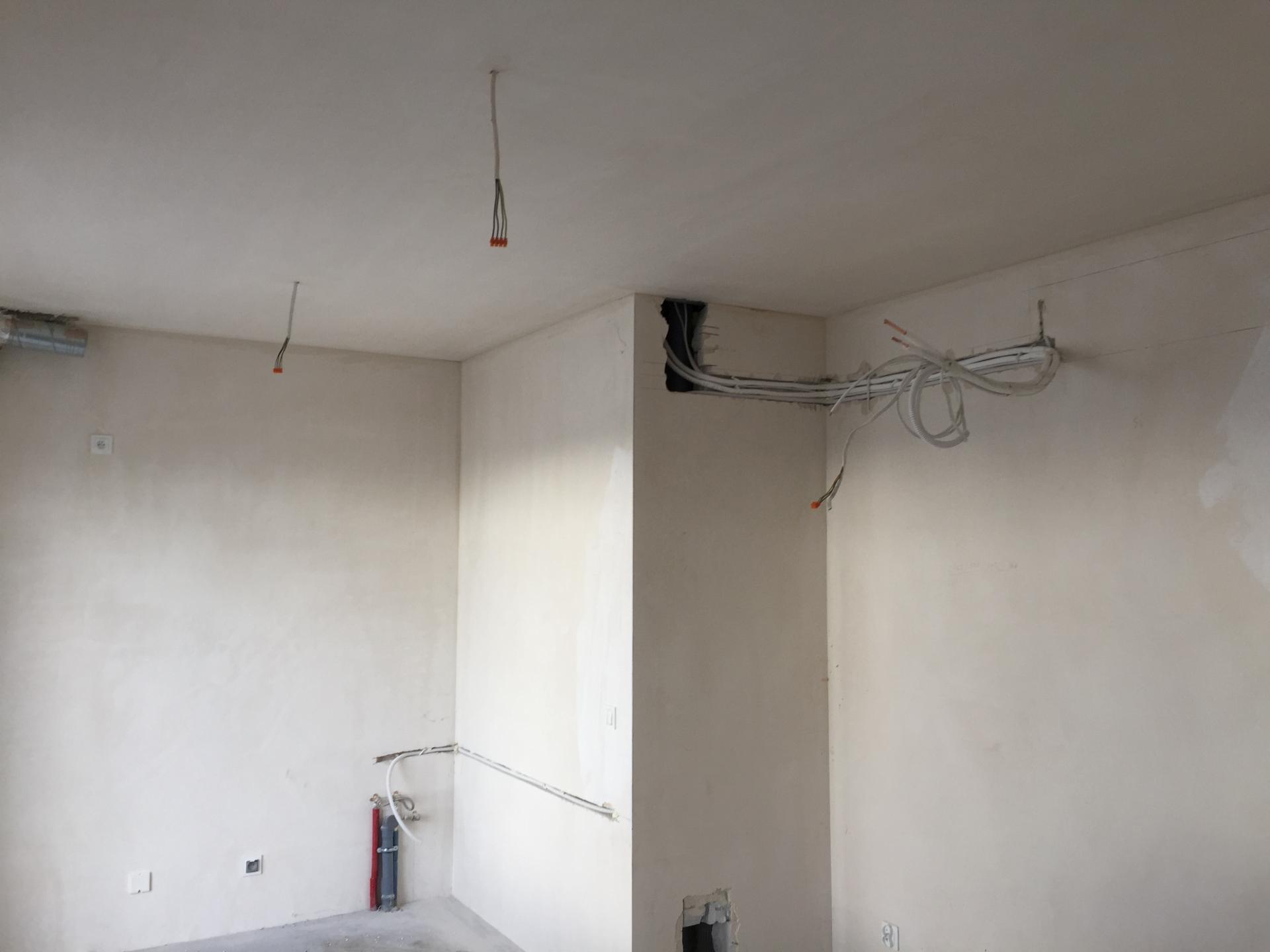 Montaż klimatyzatora Fuji Electric LM w mieszkaniu w trakcie budowy.