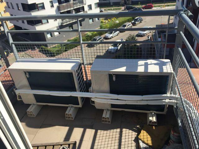 klimatyzatory na balkonie