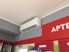 Montaż dwóch klimatyzatorów HAIER TUNDRA GREEN o mocy chłodniczej 5 kW i 2,6 kW w Aptece w Namysłowie.