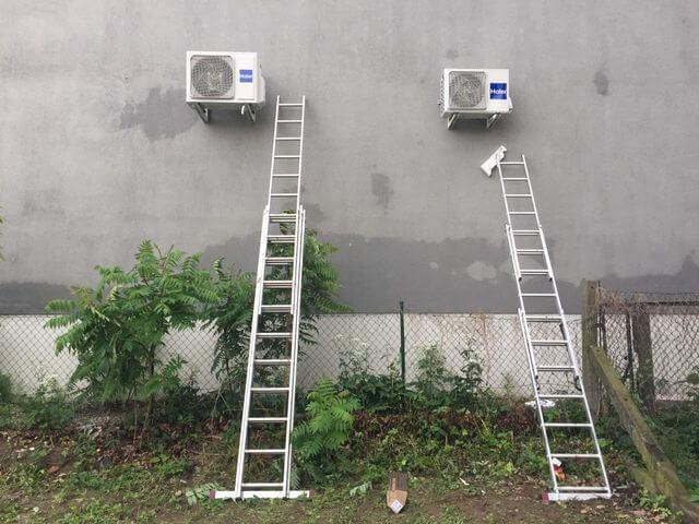 klimatyzatory zewnętrzne na budynku apteki