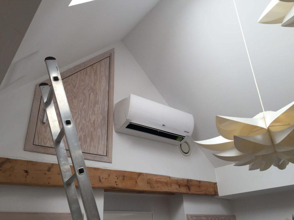 Montaż klimatyzatora LG PRESTIGE - H12AK w domu we Wrocławiu.