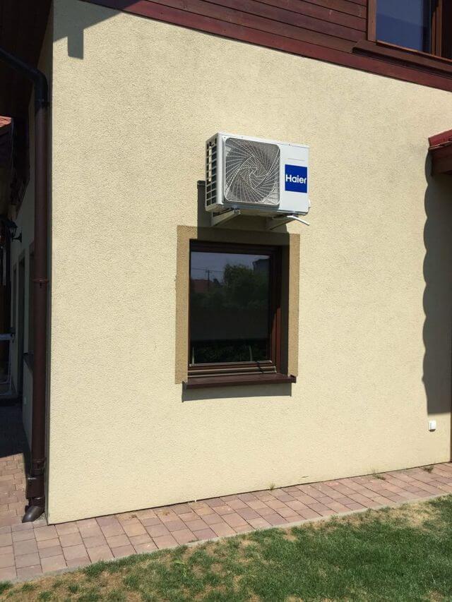klimatyzacja zewnętrzna ścianie budynku