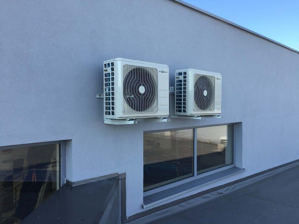 dwa klimatyzatory Marki HOKKAIDO jednostki zewnętrzne