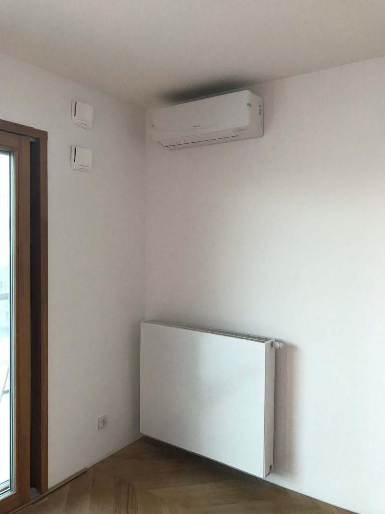 klimatyzacja biała w mieszkaniu