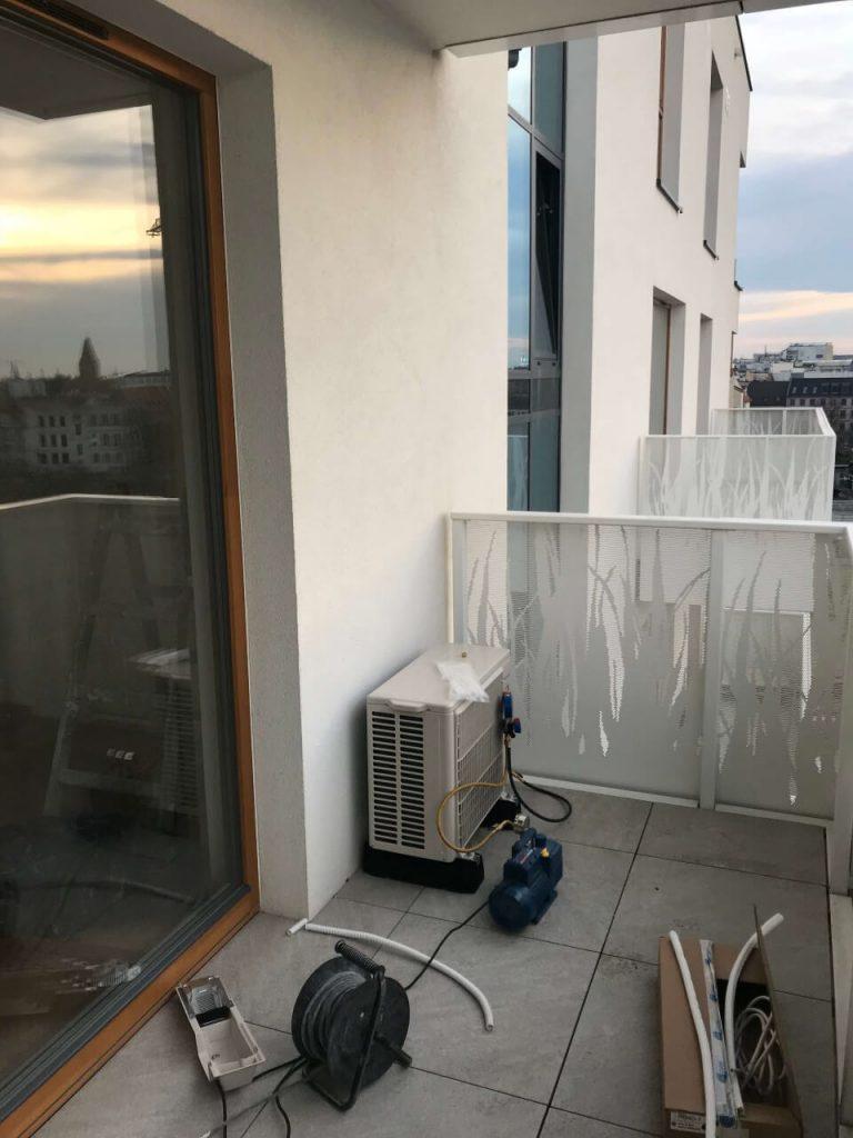montaż klimatyzacji na balkonie