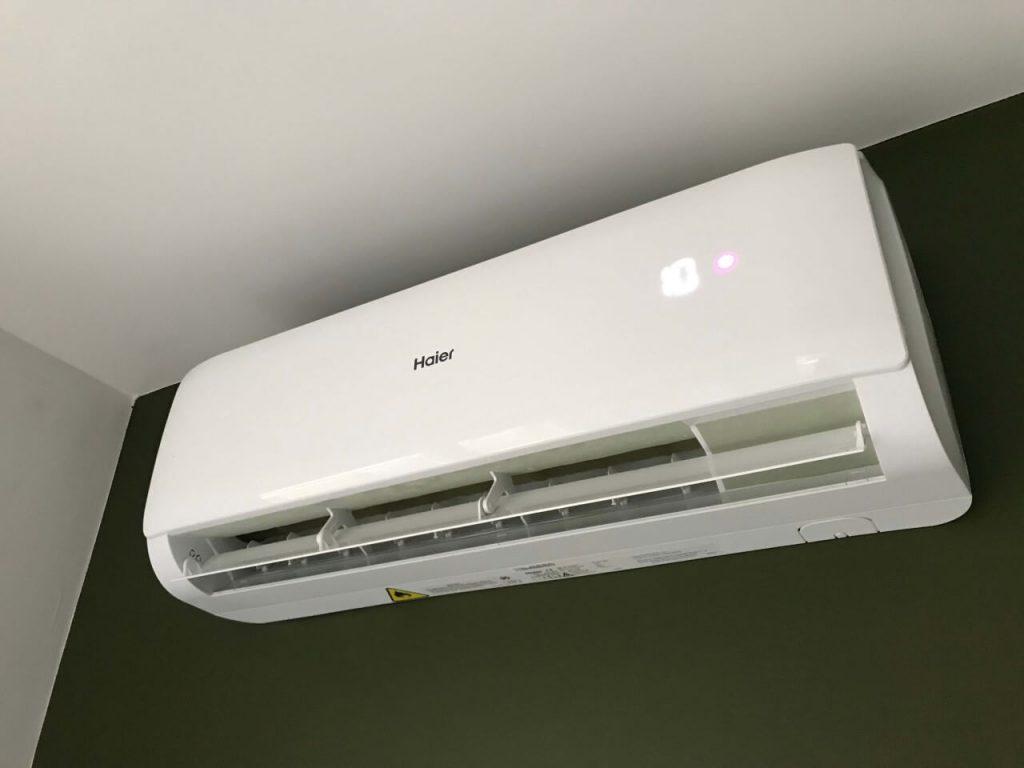 klimatyzacja wewnętrzna biała