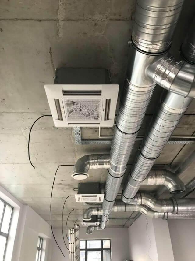 System wentylacji marki HAIER składający się z trzech urządzeń kasetowych