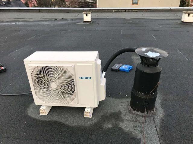 klimatyzator zewnętrzny podłączony na dachu