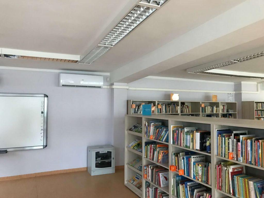 Klimatyzacja w bibliotece przy tablicy